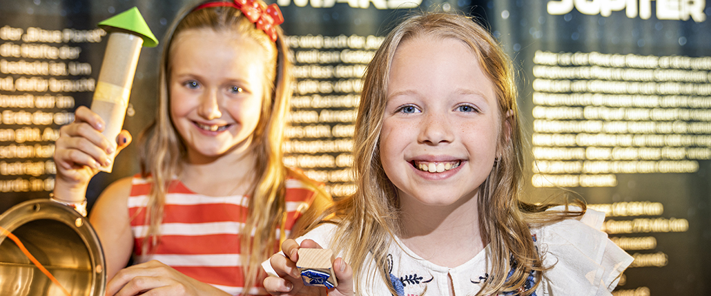 Zwei lächelnde Mädchen